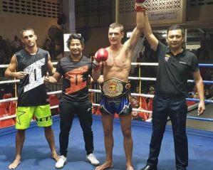 Oskar Siegert wygrywa 5 walkę w Muay Thai na Patong Boxing Stadium w Tajlandii
