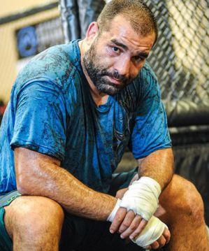 Blagoy Ivanov wypada z walki z Marcinem Tyburą na UFC 260